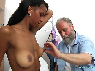 Bearded elderly Gynecologist Checks-Up In all directions from crevasses Of youthful Exotic chick freeporn