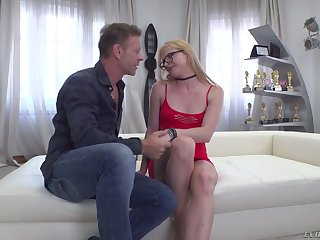 Rocco lets on all sides of natural blond habitual user with small tits Jade R sit on face