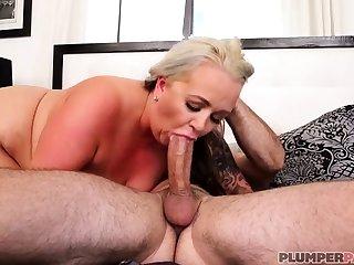 Australian BBW with big pair gives blowjob