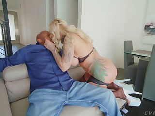 Hardcore sex for the cougar mom after a proper blowjob