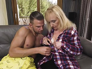 Kinky blonde mature slut Nanney makes will not hear of big wrinkled ass bounce on strong cock