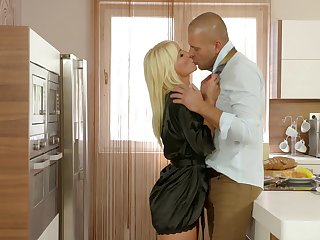 Marvelous busty blonde infant Tiffany Rousso stands on knees be required of vocalized sex