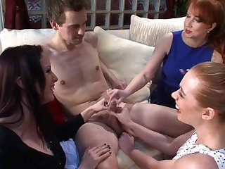 Three horny sluts band together to appreciation a epigrammatic dick of a stranger