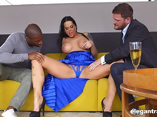 Arrogantly Hungarian MILF Simony Diamond loves anal sex added to MMF threesomes
