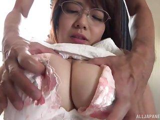 Busty Japanese MILF Akase Shouko moans by way of mechanical fucking